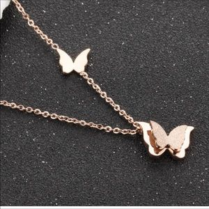 Jewelry - 🥰HP 10/6🥰Rosegold Butterfly Necklace😍